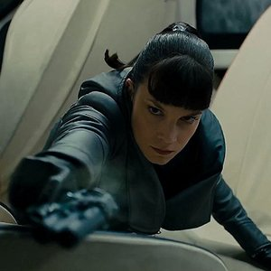 سیلفیا هوکس در نمایی از فیلم علمی تخیلی « بلید رانر 2049 »