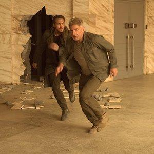 رایان گاسلینگ و هریسون فورد در نمایی از فیلم علمی تخیلی « بلید رانر 2049 »