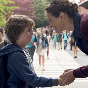 جولیا رابرتس و جیکوب ترمبلی در فیلم  درام « شگفت انگیز »