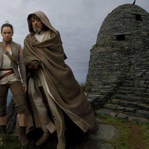 مارک همیل و دیسی ریدلی در فیلم اکشن « جنگ ستارگان: آخرین جدای»