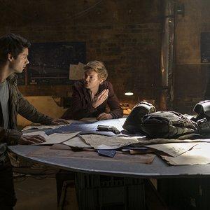 دیلن اوبراین , توماس سنگستر و  جیانکارلو اسپوزیتو  در نمایی از فیلم « دونده مارپیچ: علاج مرگ»