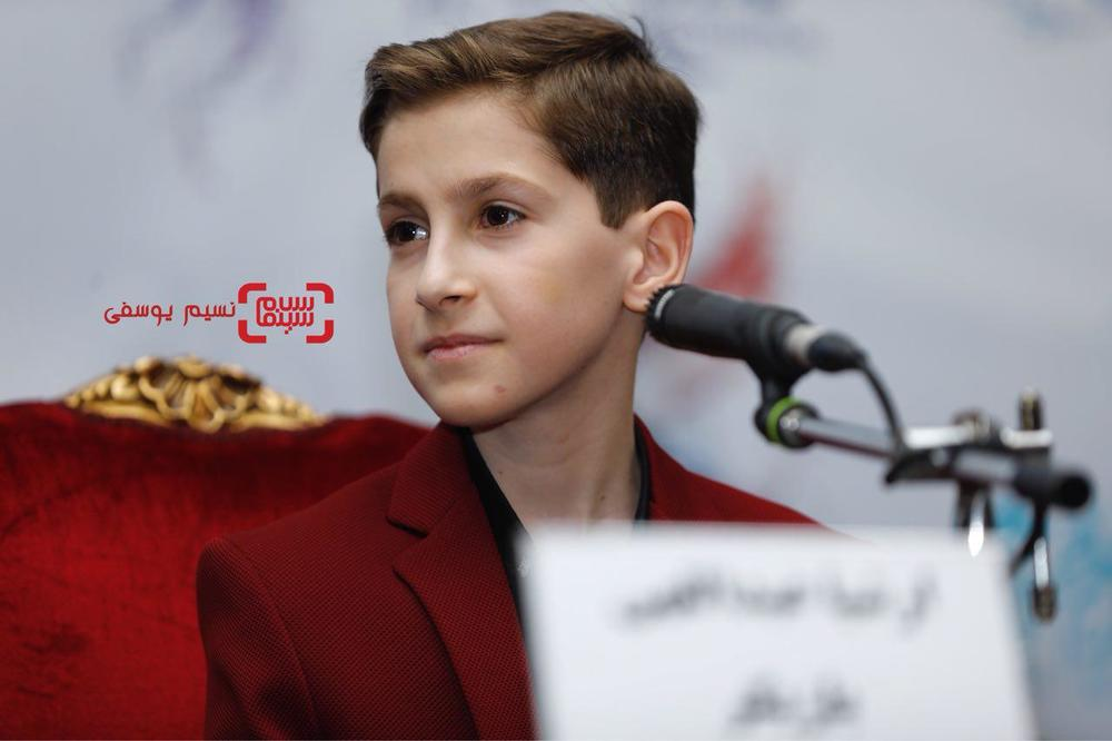 ارشیا عبداللهی در نشست خبری فیلم «بمب یک عاشقانه» در جشنواره فیلم فجر 36