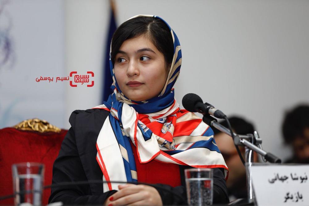 نیوشا جهانی در نشست خبری فیلم «بمب یک عاشقانه» در جشنواره فیلم فجر 36