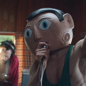 مایکل فاسبندر در نمایی از فیلم سینمایی کمدی« فرانک »