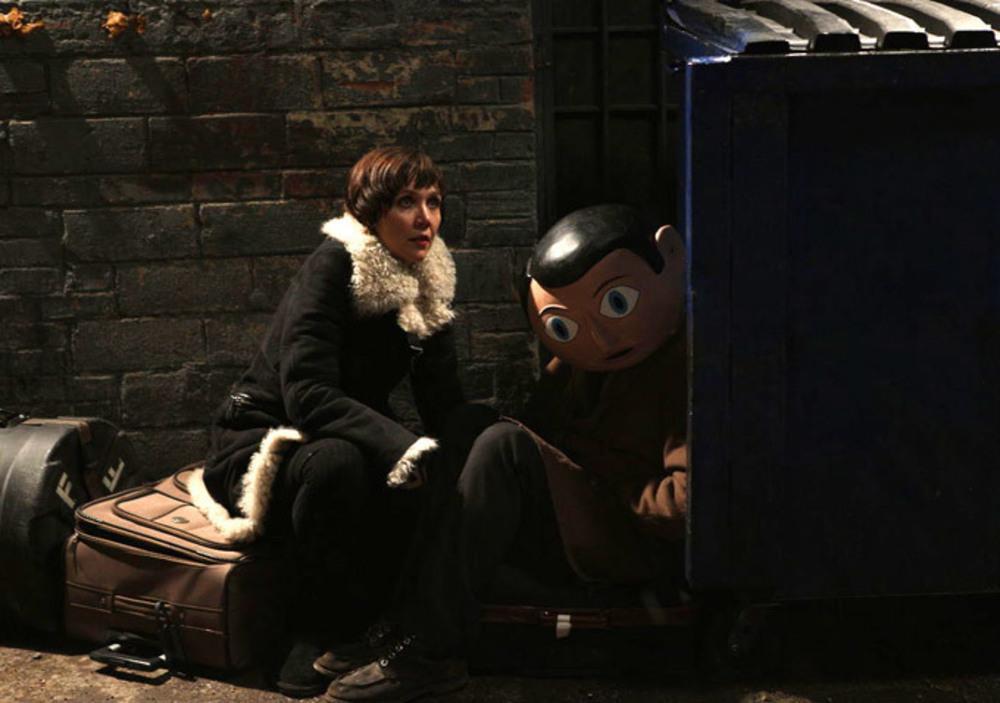 مایکل فاسبندر و مگی جیلنهال در نمایی از فیلم سینمایی « فرانک »