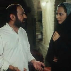 پرویز پرستویی و رعنا آزادی ور در نمایی از فیلم سینمایی «مارمولک»