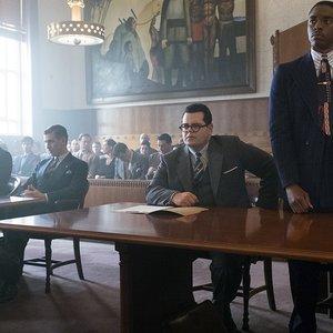 چادویک بوزمن، جاش گد و دن استیونز در نمایی از فیلم « مارشال »