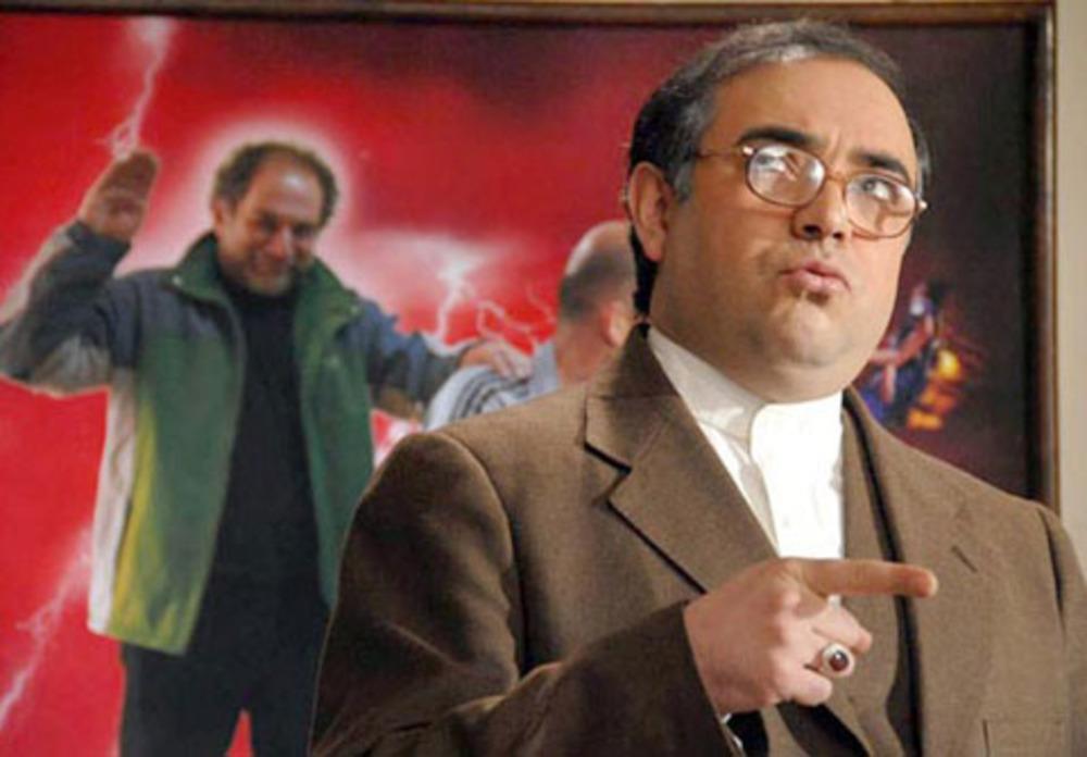 حسن معجونی در نمایی از فیلم از رئیس جمهور پاداش نگیرید!