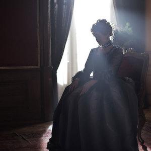 ترینه دورهُلم در نمایی از فیلم سینمایی «یک رابطه سلطنتی»(A Royal Affair)