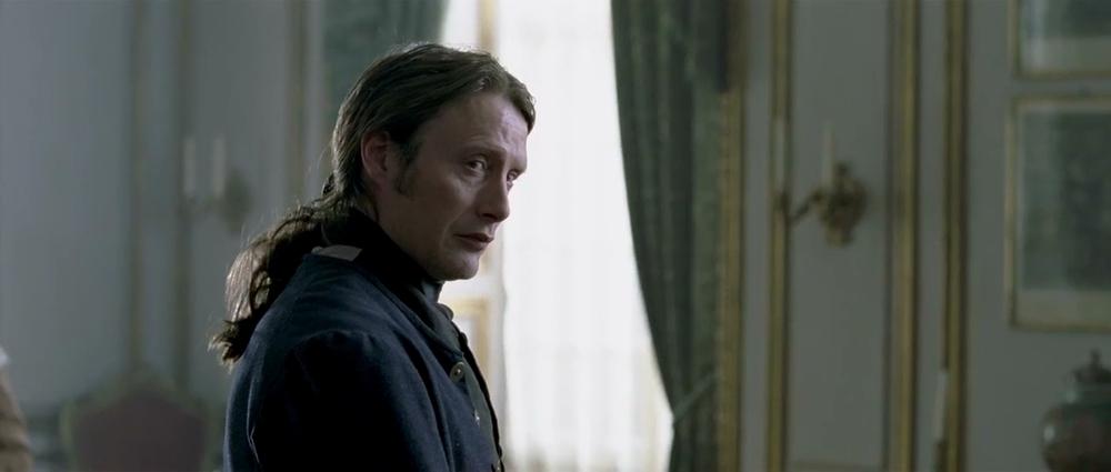 نمایی از فیلم «یک رابطه سلطنتی»(A Royal Affair) با بازی مدس میکلسن