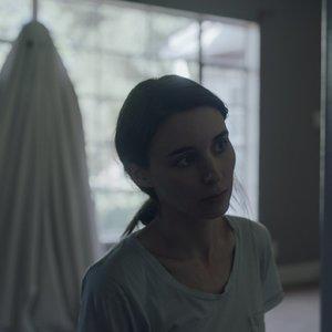 رونی مارا در فیلم عاشقانه« داستان یک روح »( A Ghost Story )