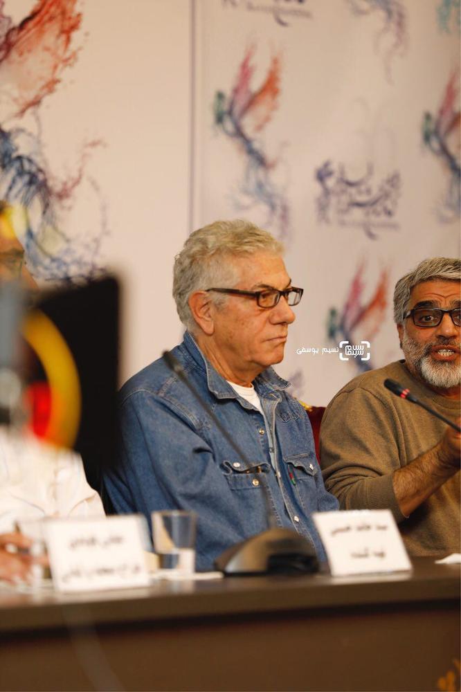 علیرضا زرین دست در نشست خبری فیلم «سرو زیر آب» در کاخ رسانه سی و ششمین جشنواره فیلم فجر