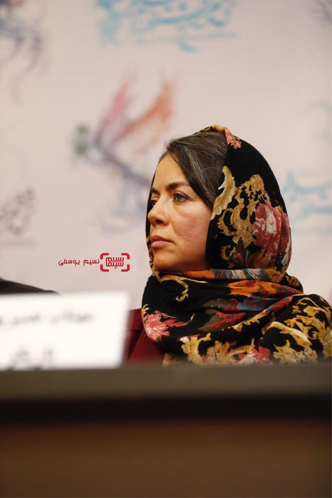 مهتاب نصیرپور در نشست خبری فیلم سینمایی «سرو زیر آب» در کاخ رسانه سی و ششمین جشنواره فیلم فجر
