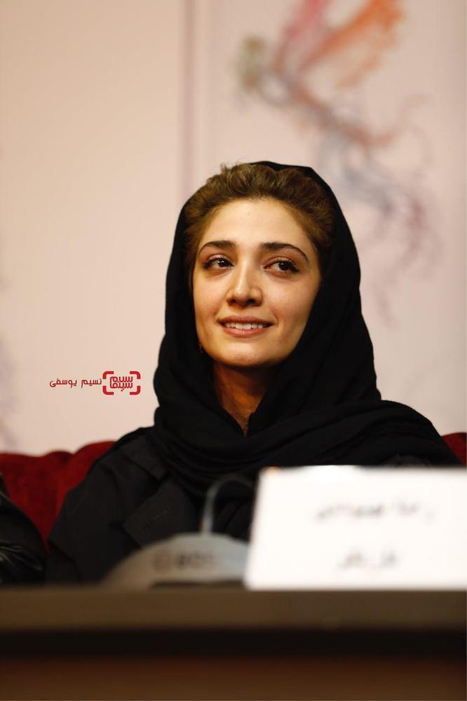 مینا ساداتی در نشست خبری فیلم «سرو زیر آب» در کاخ رسانه سی و ششمین جشنواره فیلم فجر