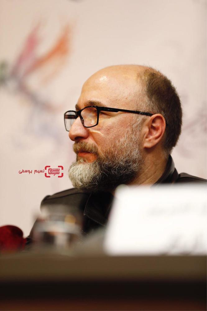 رضا بهبودی در نشست خبری «سرو زیر آب» در کاخ رسانه سی و ششمین جشنواره فیلم فجر