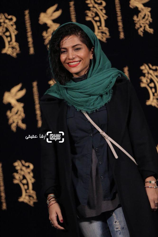 مروارید کاشیان در فتوکال فیلم «اتاق تاریک» در کاخ رسانه سی و ششمین جشنواره فیلم فجر