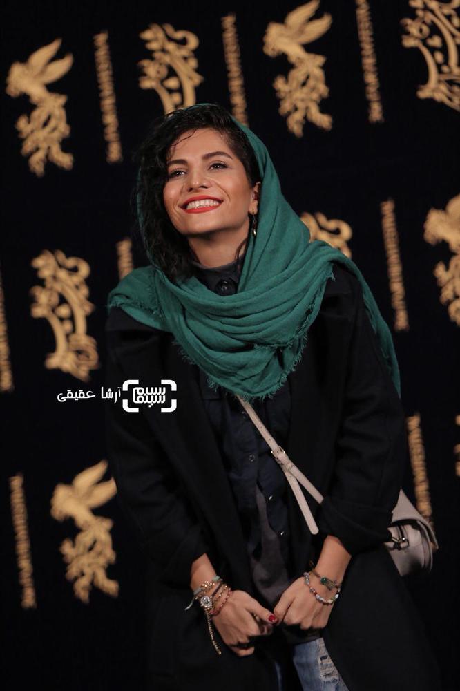 مروارید کاشیان در فتوکال فیلم سینمایی «اتاق تاریک» در کاخ رسانه سی و ششمین جشنواره فیلم فجر