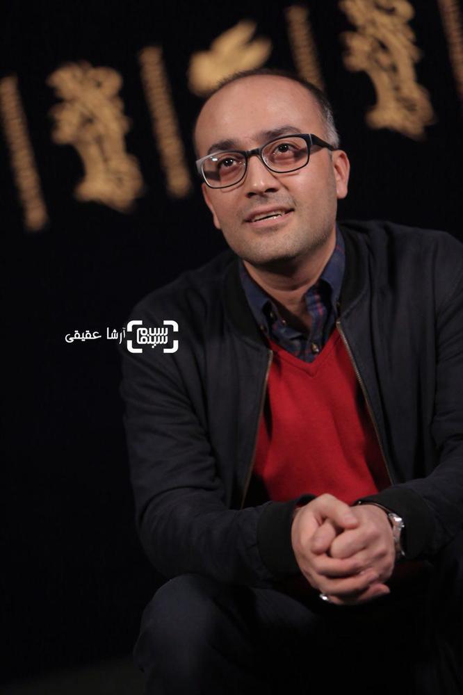 روح الله حجازی در فتوکال فیلم «اتاق تاریک» در کاخ رسانه سی و ششمین جشنواره فیلم فجر