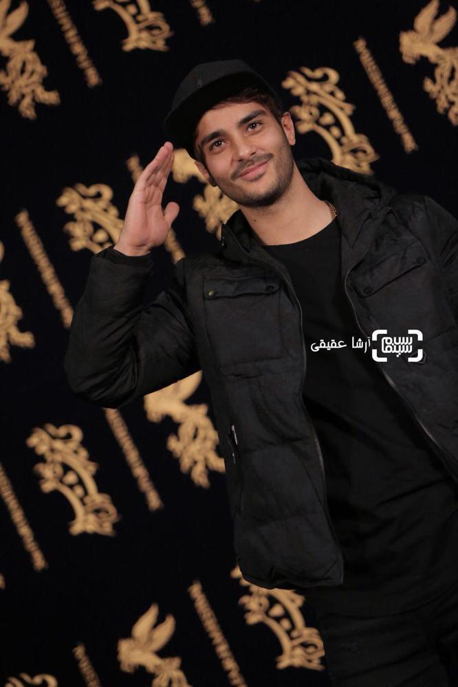 ساعد سهیلی در فتوکال فیلم سینمایی «اتاق تاریک» در کاخ رسانه سی و ششمین جشنواره فیلم فجر