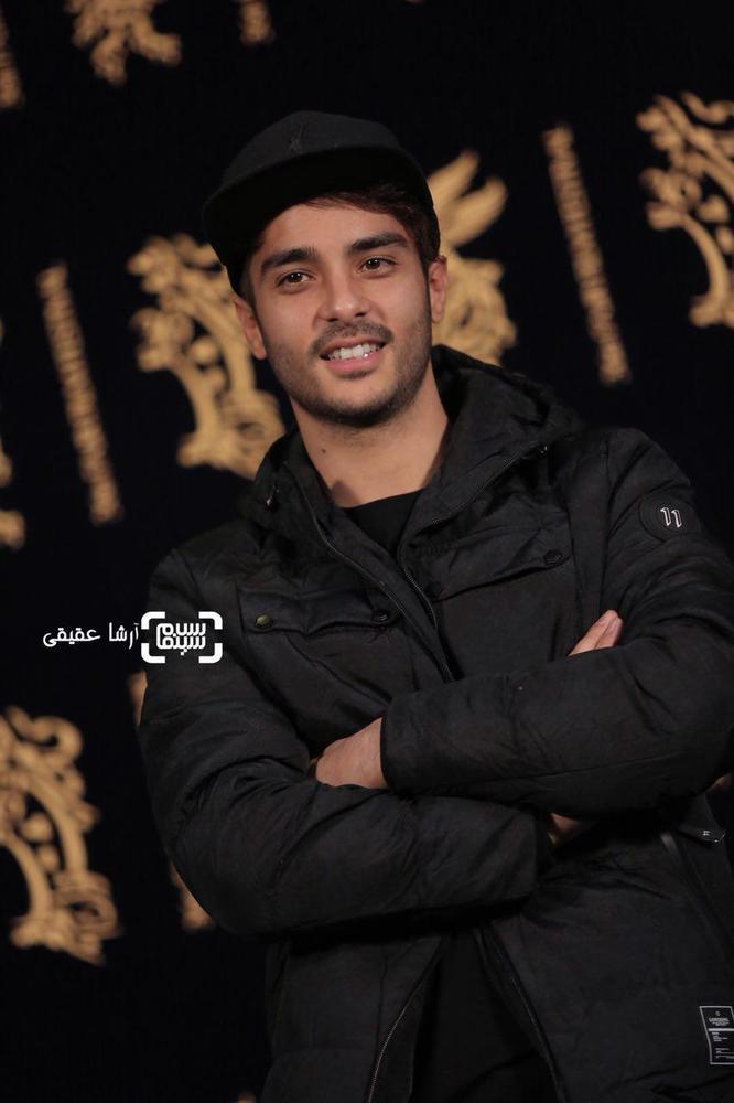 ساعد سهیلی در فتوکال «اتاق تاریک» در کاخ رسانه سی و ششمین جشنواره فیلم فجر