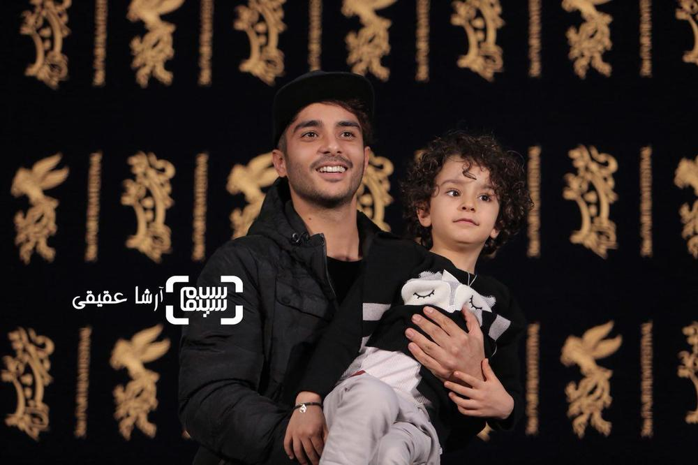 ساعد سهیلی و سید علیرضا میرسالاری در فتوکال «اتاق تاریک» در کاخ رسانه سی و ششمین جشنواره فیلم فجر