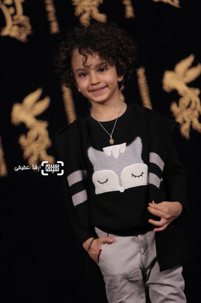 سید علیرضا میرسالاری در فتوکال «اتاق تاریک» در کاخ رسانه سی و ششمین جشنواره فیلم فجر