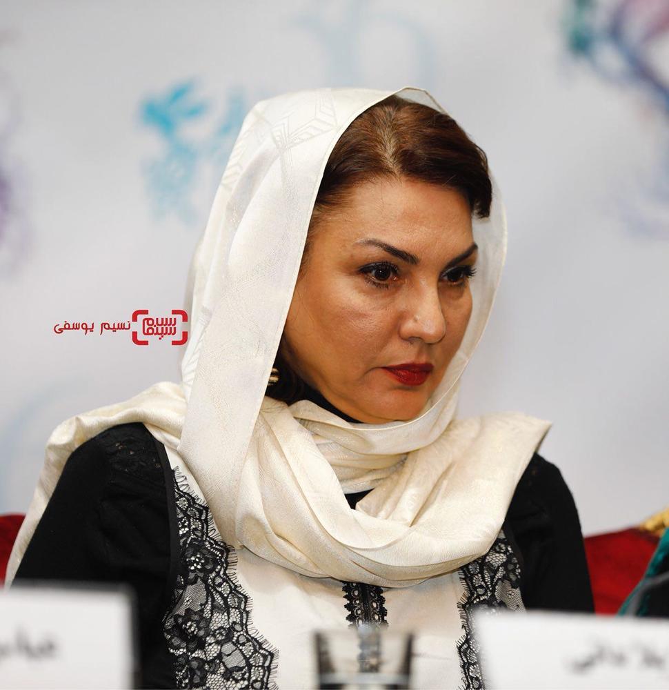 ژیلا دائی در نشست خبری فیلم «اتاق تاریک» در کاخ رسانه سی و ششمین جشنواره فیلم فجر