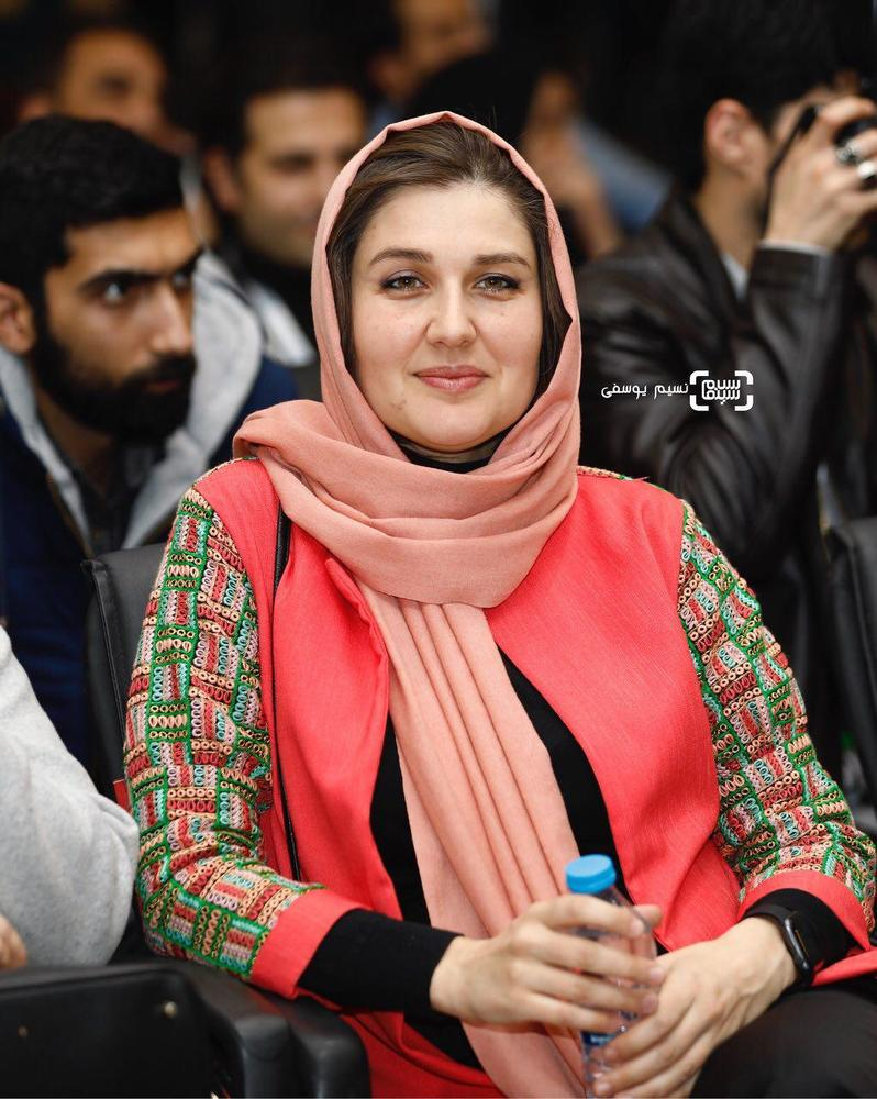 گلوریا هاردی همسر ساعد سهیلی در نشست خبری فیلم «اتاق تاریک» در کاخ رسانه سی و ششمین جشنواره فیلم فجر