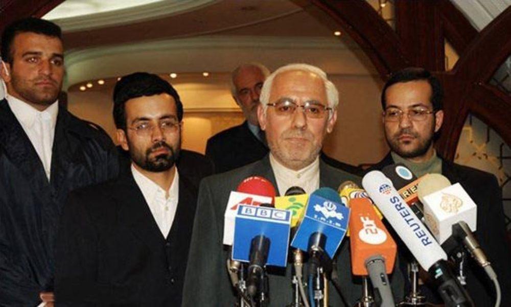 کمال تبریزی در نقش وزیر امور خارجه در فیلم «از رئیس جمهور پاداش نگیرید»