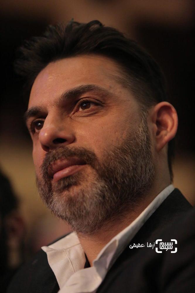 پیمان معادی کارگردان فیلم «بمب یک عاشقانه» در اختتامیه سی و ششمین جشنواره فیلم فجر