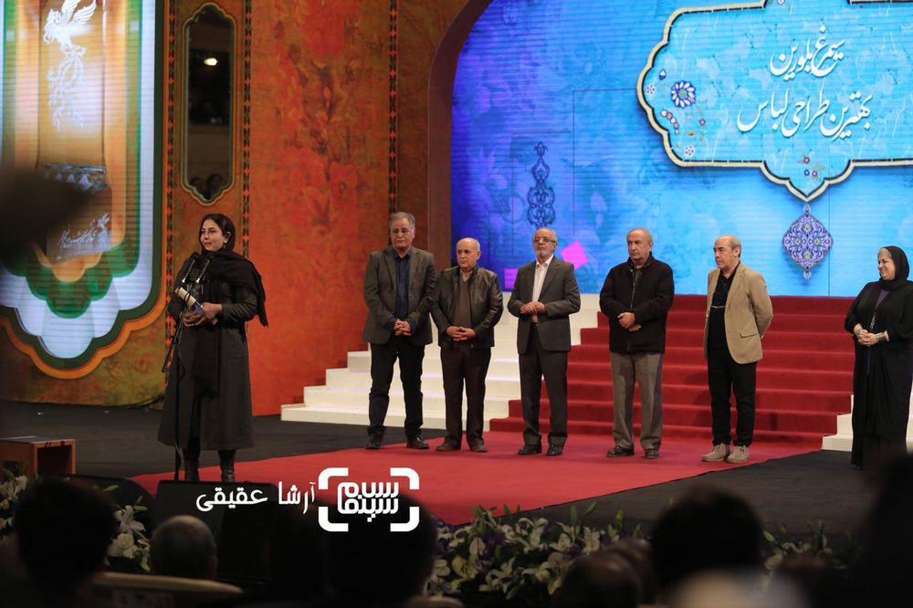 سارا خالدی زاده برنده سیمرغ بلورین بهترین طراحی لباس برای «بمب یک عاشقانه» از سی و ششمین جشنواره فجر