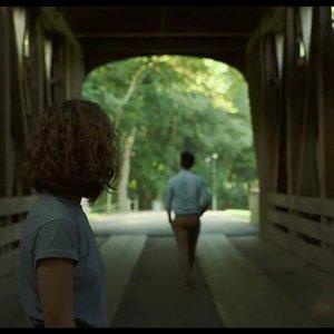 هالی لو ریچاردسون و جان چو در نمایی از فیلم سینمایی « کلمبوس »(Columbus)