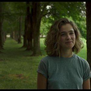 نمایی از فیلم سینمایی درام« کلمبوس »(Columbus) با بازی هالی لو ریچاردسون