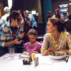 جنیفر گارنر، کیلی راجرز و پاتریشیا ریگن در پشت صحنه فیلم سینمایی « معجزه هایی از بهشت»