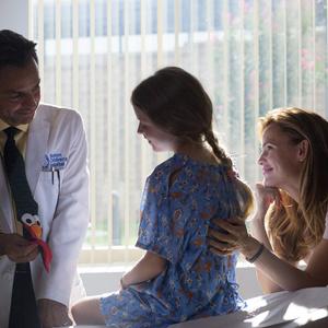 اوگینو دربز، جنیفر گارنر و کیلی راجرز در نمایی از فیلم سینمایی « معجزه هایی از بهشت»