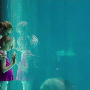 نمایی از فیلم « معجزه هایی از بهشت» با بازی جنیفر گارنر و کیلی راجرز