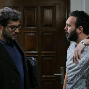 سام درخشانی و کامبیز دیرباز در فیلم «تخته گاز»