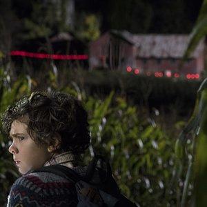 نواه جوپ در نمایی از فیلم سینمایی « یک مکان ساکت»