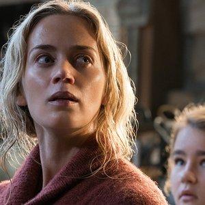 امیلی بلانت و میلیسنت سیموندز در فیلم ترسناک « یک مکان ساکت»