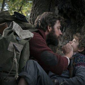 نمایی از فیلم سینمایی « یک مکان ساکت» با بازی جان کرازیسکی و نواه جوپ