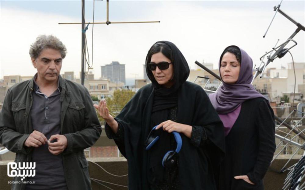 مرضیه وفامهر، مهدی احمدی و رایا نصیری در پشت صحنه فیلم «دژاوو»