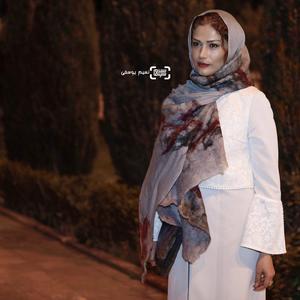 لادن مستوفی بازیگر فیلم «چهل و هفت» در اختتامیه سی و ششمین جشنواره جهانی فیلم فجر