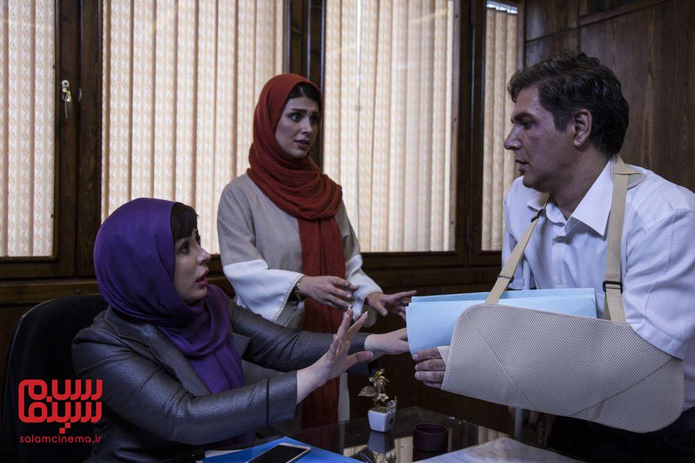 مهدی صبایی، نیوشا ضیغمی و لاله مرزبان در فیلم «دخترعمو و پسرعمو»