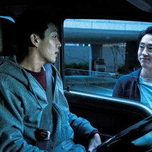 یو ااین و استیون ین در نمایی از فیلم «سوختن» (Burning)