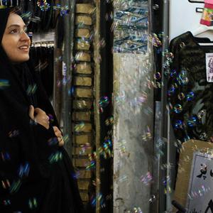 گلاره عباسی در فیلم اشیاء از آنچه در آیینه می بینید به شما نزدیکترند