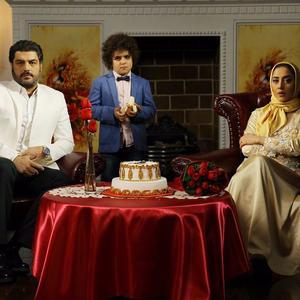 سام درخشانی، بهاره کیان افشار و مانی آخشی در فیلم «دشمن زن»