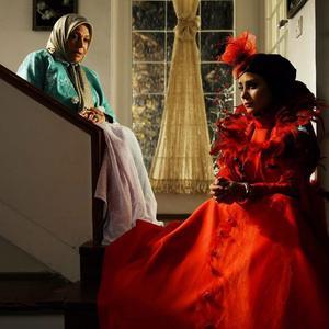 گوهر خیراندیش و الناز حبیبی در فیلم «دشمن زن»