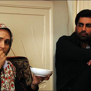 گلاره عباسی و حسام بیگدلو در نمایی از فیلم اشیاء از آنچه در آیینه می بینید به شما نزدیکترند