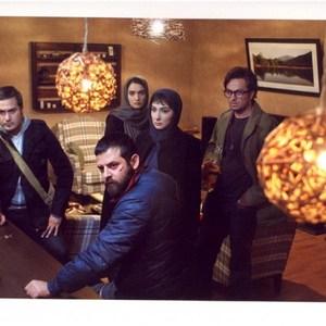 مصطفی زمانی و هانیه توسلی و هومن سیدی و میترا حجار و میلاد کیمرام در فیلم خط ویژه
