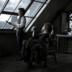 جانی دپ و هلنا بونهام کارتر در فیلم سینمایی سویینی تاد: آرایشگر شیطانی خیابان فلیت